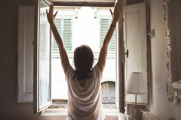 勉強の際のおすすめの小休憩「立って伸びをする」