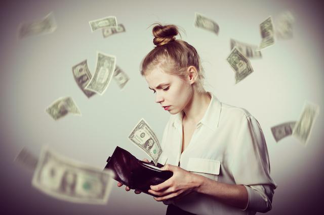 独学で勉強するのは経済的負担が少ない