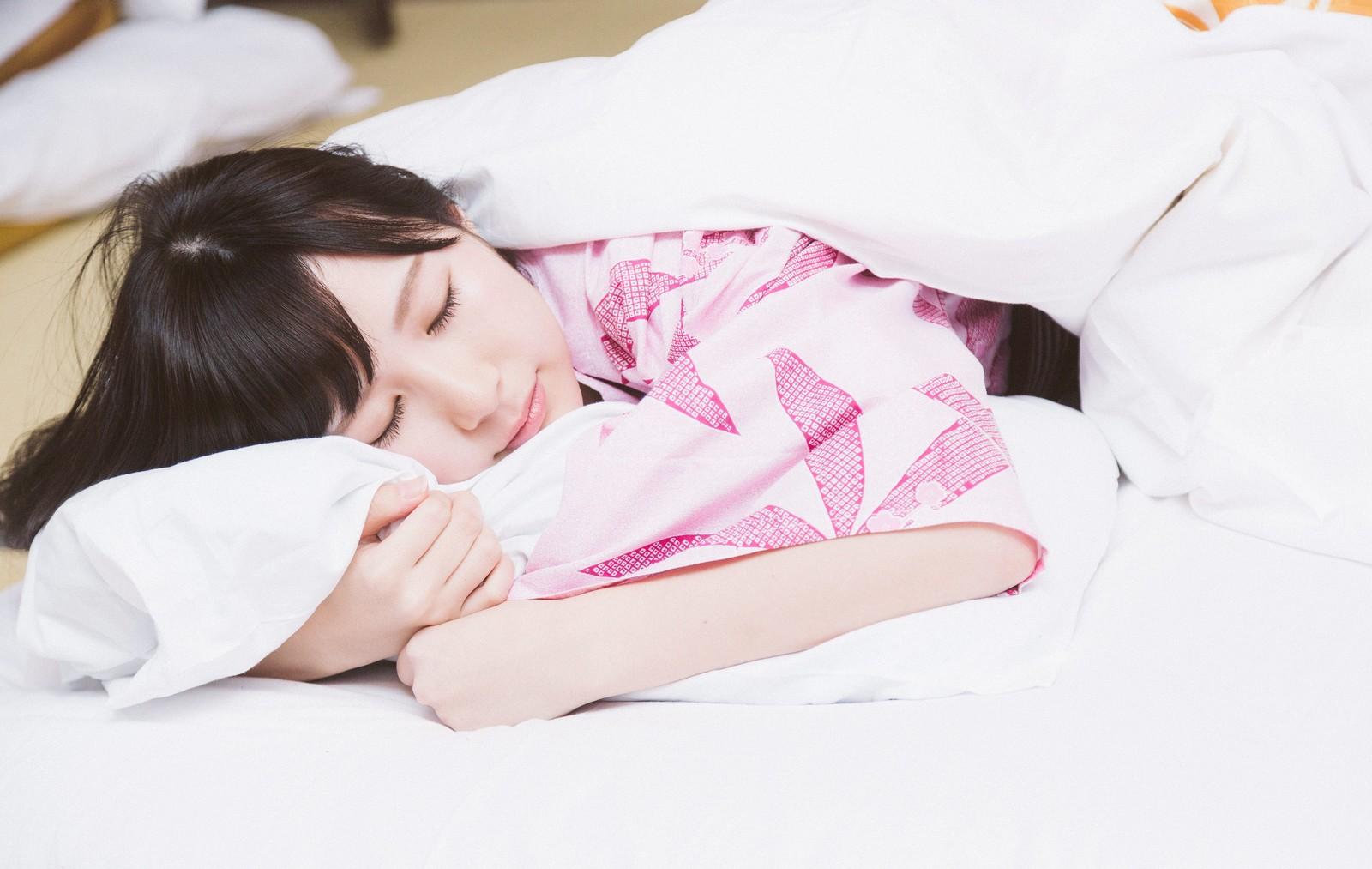 受験で緊張しない方法「前日は早く寝る」