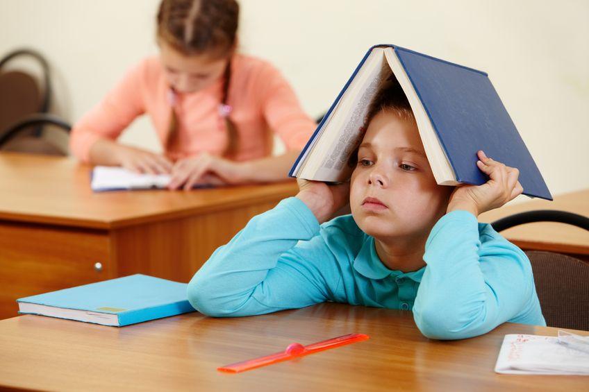 勉強のやる気が出ない少年