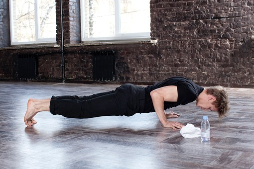 運動不足の受験生におすすめのウエイトトレーニング「腕立て伏せ」