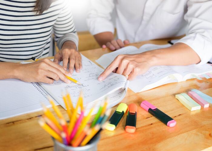 高校の勉強についていけないと感じたら教師に相談する