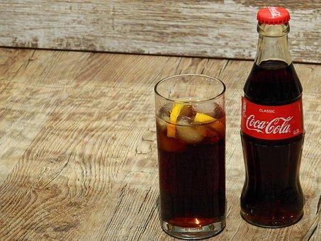 勉強中に食べてはいけない甘いものの例『コーラ』