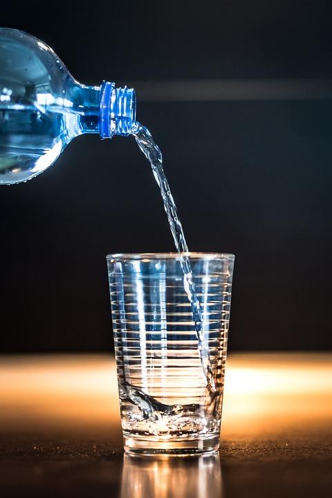 勉強に集中したい時に良い飲み物は水
