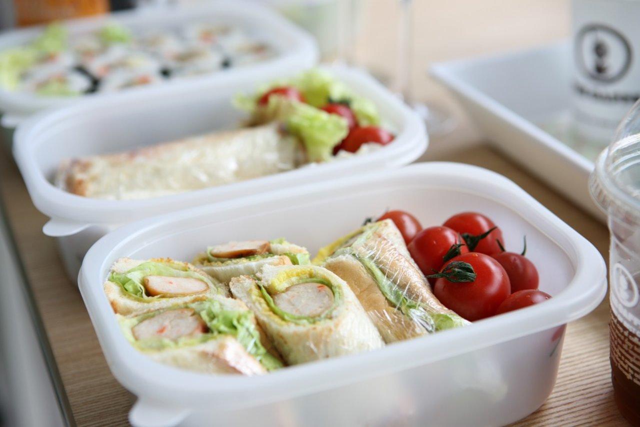 今日から実践できる授業中に寝ない方法「昼ごはんを腹8分目にする」
