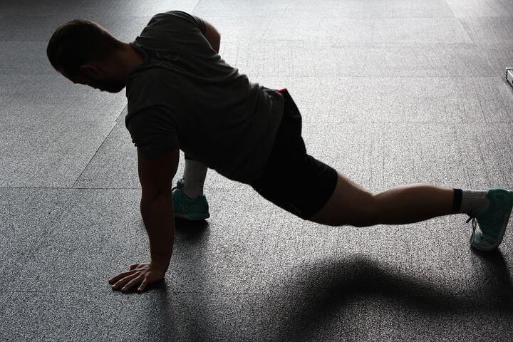 効率的な徹夜勉強をする上でのコツ「体を動かす」