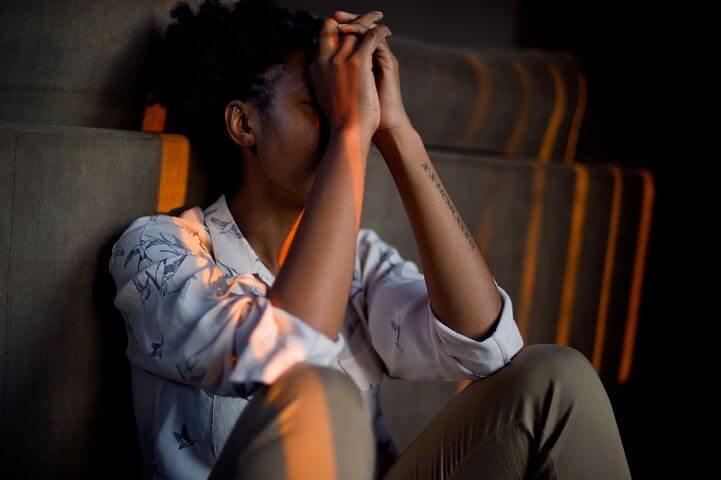 勉強中に起こる片頭痛の原因「悩みやストレス」