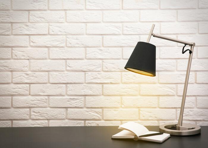 勉強中の照明は手元を照らす